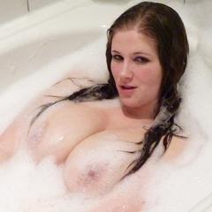 In der Badewanne - Julia-Jones