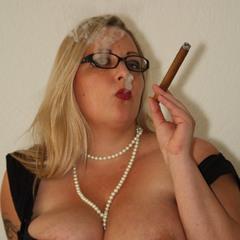 Eine Zigarre.... - Sweet_Honey1983