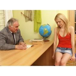 Perverser Lehrer fickt junge Studentin - DirtyLehrer