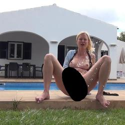 Frech SQUIRT am Pool - blondehexe