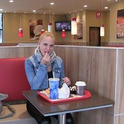 Fast Food Quickie - PUBLIC im Burger Lad - Lara-CumKitten