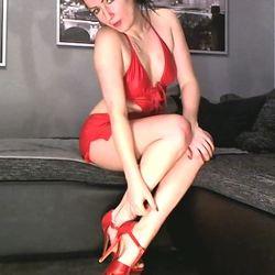 Posing und Wixxen in rotem Wetlookkleid  - sexysecret24