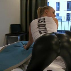Zimmer 113 - Heftiger Leggings FICK im H - Lara-CumKitten