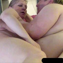 Der rosa Doppeldildo - VersauteMutti