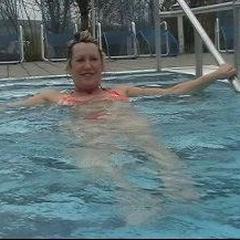 Im Schwimmbad - heisse-Hausfrau