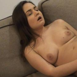Erster heftiger Orgasmus durchs Fingern! - CharlyScott