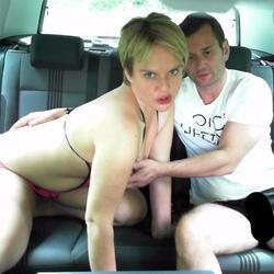 Im Auto vollgespritzt - heissesPaar2015