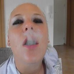 5 Min Raucherpause mit Blasen und Facial - Lara-CumKitten