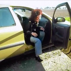Ich lasse mich auch im Auto ficken ! - Spermahexe