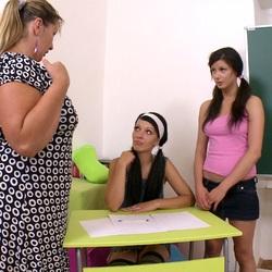 Ich bin perverse Lehrerin - DirtyLehrer