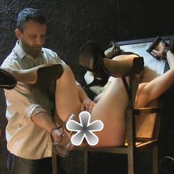Pisse abgezapft - FolterKeller