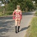 Nackt in der Strasse - sandy-real