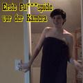 Erste Pussyspiele vor der Kamera (3:52 M - Geile-Julie